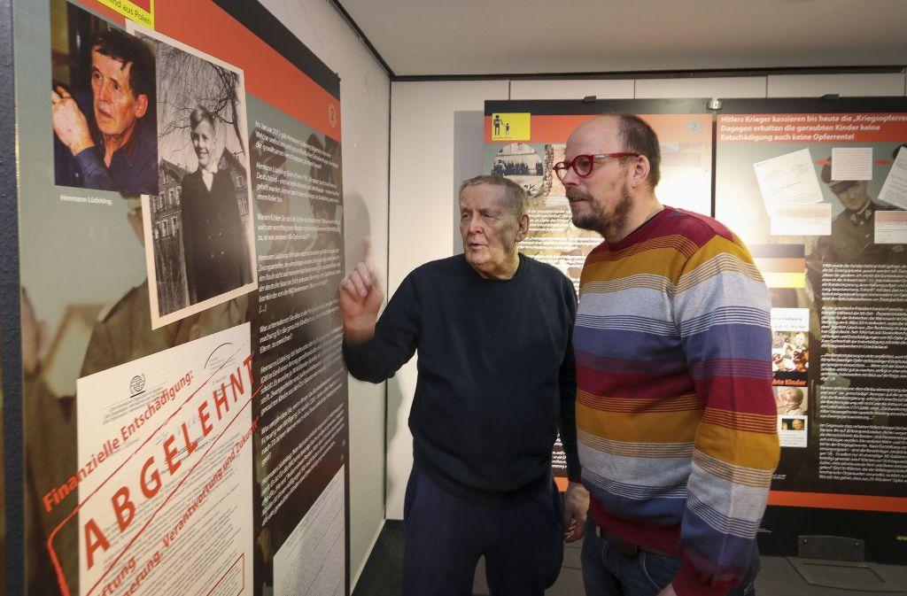 """Ausstellungseröffnung """"Geraubte Kinder"""": Zeitzeuge Hermann Lüdeking (links) mit dem Autoren der Ausstellung, Christoph Schwarz. Foto: factum/Granville"""