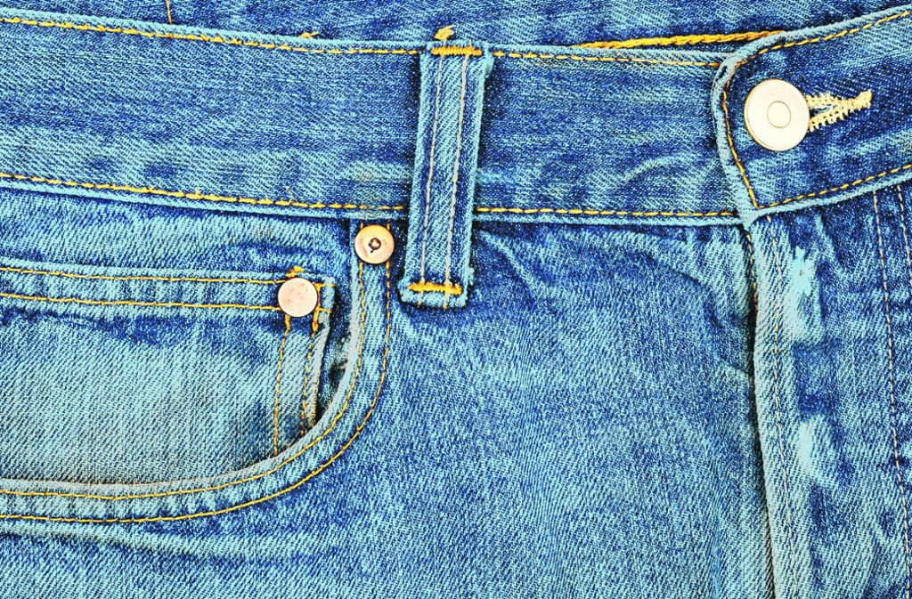 Die traditionelle Blaufärbung von Jeans belastet die Umwelt.Foto: Fotolia Foto: