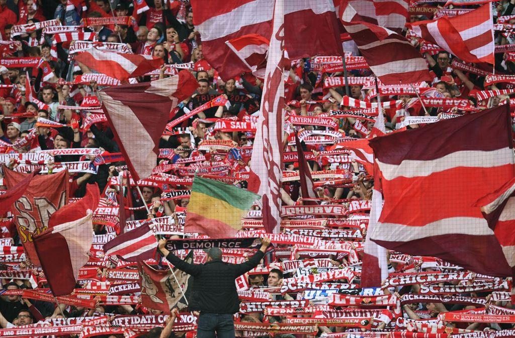 Die Bayern im Fußball-Rausch – nach dem 5:0 gegen Borussia Dortmund. Foto: dpa