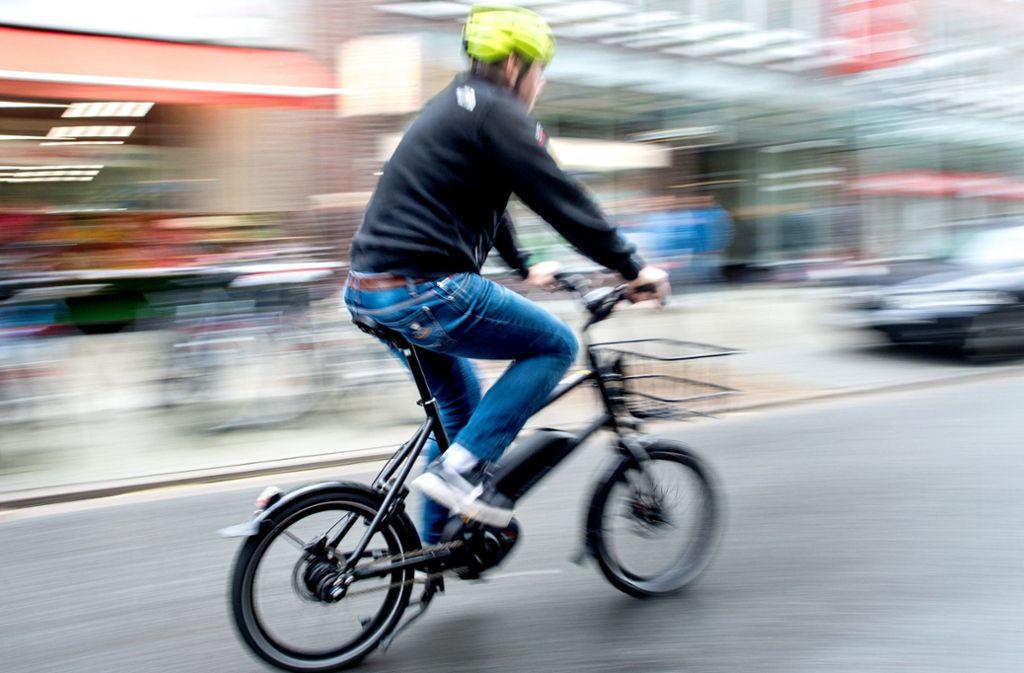 Das richtige Fahren mit E-Bikes will gelernt sein. Foto: dpa
