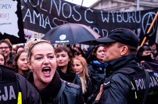 Regierung beugt sich massivem Protest