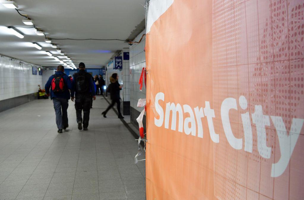 Wie geht es weiter mit der Entwicklung zur Smart City? Das beschäftigt auch die Stuttgarter Bürger. Foto: dpa