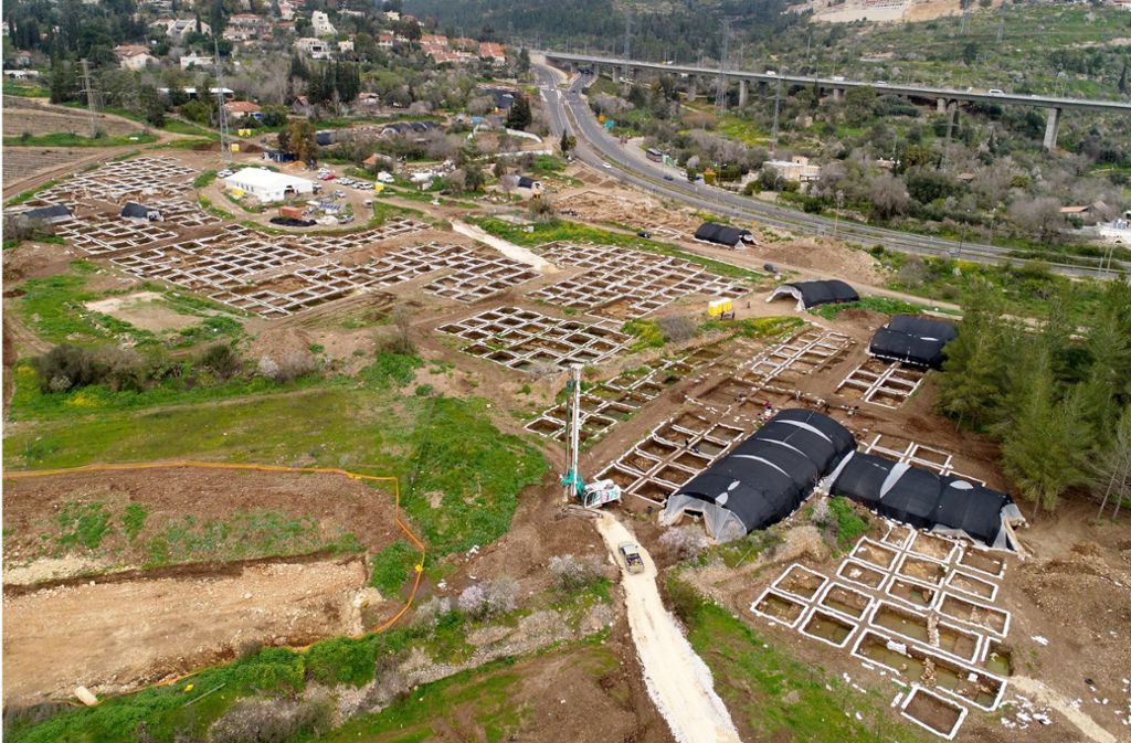 Blick auf die Überreste der  rund 9000 Jahre alten Siedlung westlich von Jerusalem in  der Nähe des Ortes Motza. Foto: Israelische Altertumsbehörde/dpa