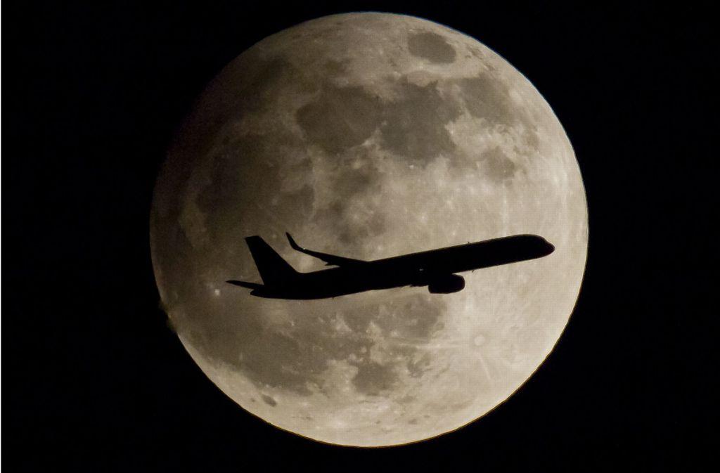 Am Montag taucht ein Teil des Mondes in den Schatten der Erde. Foto: dpa