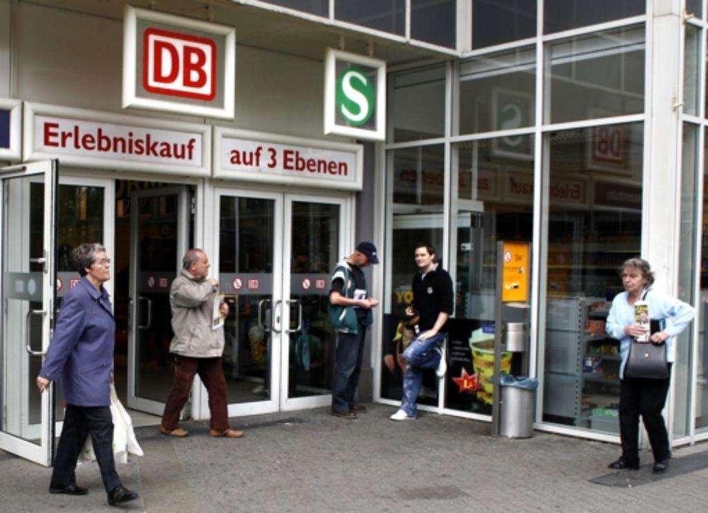 Um den  Wohlfühlfaktor am Bahnhof Foto: factum/Weise