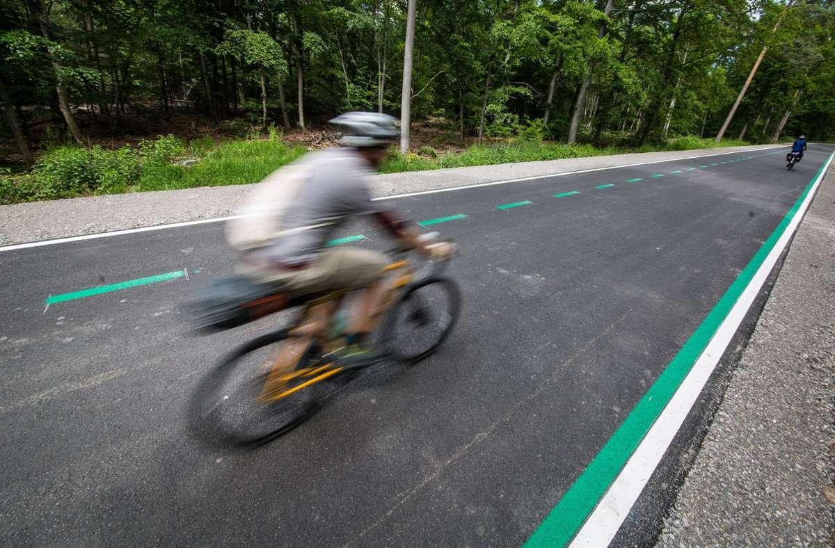 Gut genutzt wird der Radschnellweg. Foto: dpa/Christoph Schmidt