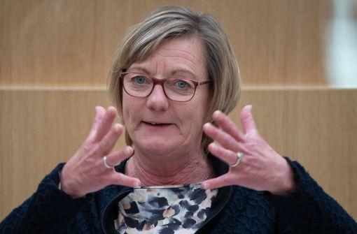 Finanzministerin Sitzmann schließt Haushaltssperre nicht aus