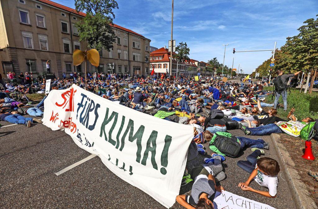 Sterben für das Klima: Demonstranten beim vergangenen Generalstreik Ende September in Ludwigsburg. Foto: factum/Simon Granville