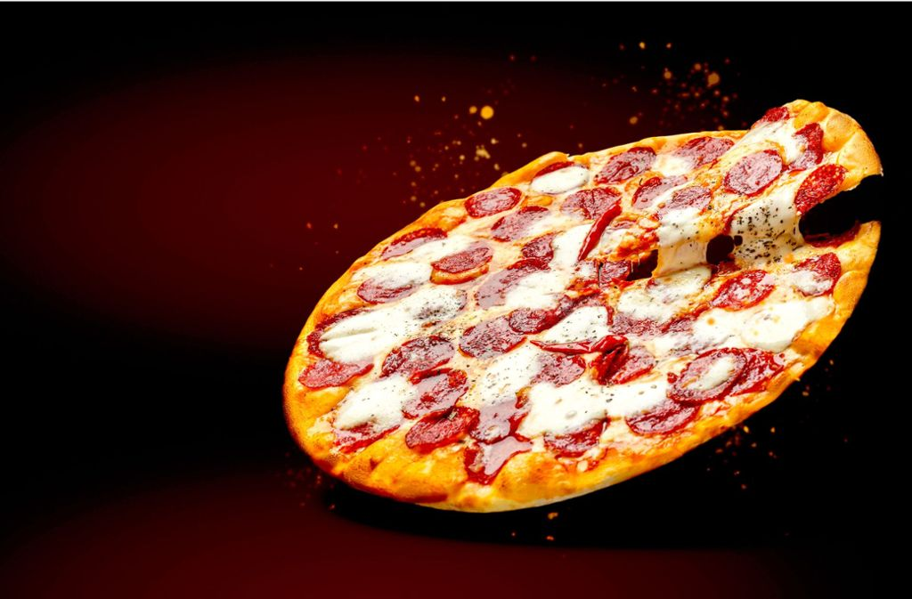 Fliegende Pizza Foto: Prostock Studio/Adobe Stock