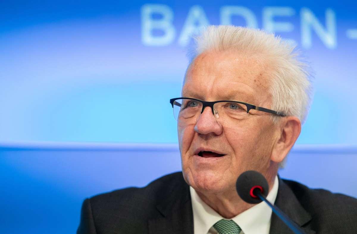 Ministerpräsident Kretschmann bekräftigt das Verbot von Volksfesten. Foto: dpa/Christoph Schmidt