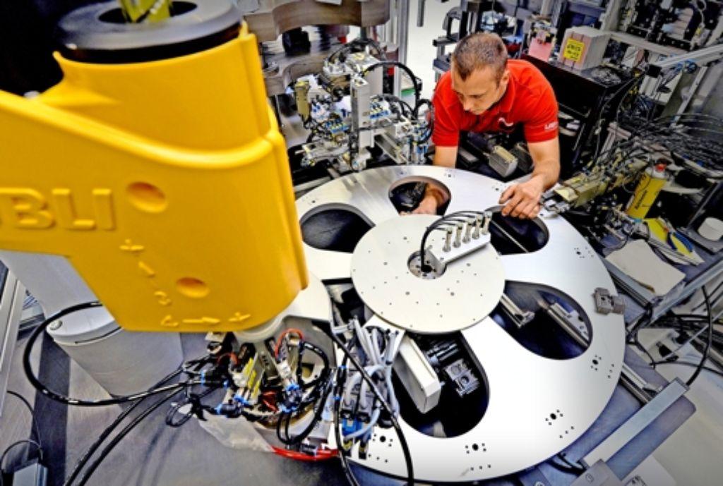 Der etwas niedrigere  Eurokurs  kommt den exportorientierten Maschinenbauern  entgegen.  Im Bild ein  Drehteller des  sächsischen Sondermaschinenbauers USK Karl Utz. Foto: dpa