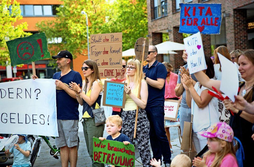 Der Elternprotest im Scharnhauser Park hat sich auch gegen die Stadt gerichtet. Im Rathaus allerdings ist man sich keiner Schuld bewusst. Foto: