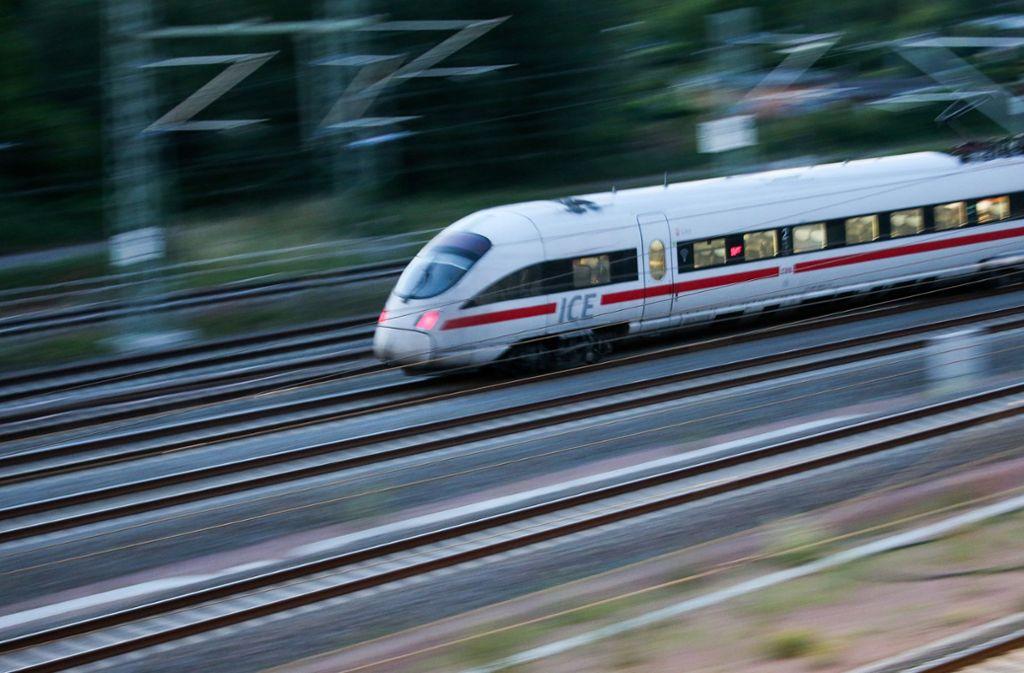 Die Fahrgastzahlen steigen, die Züge sind oft überfüllt. Foto: dpa