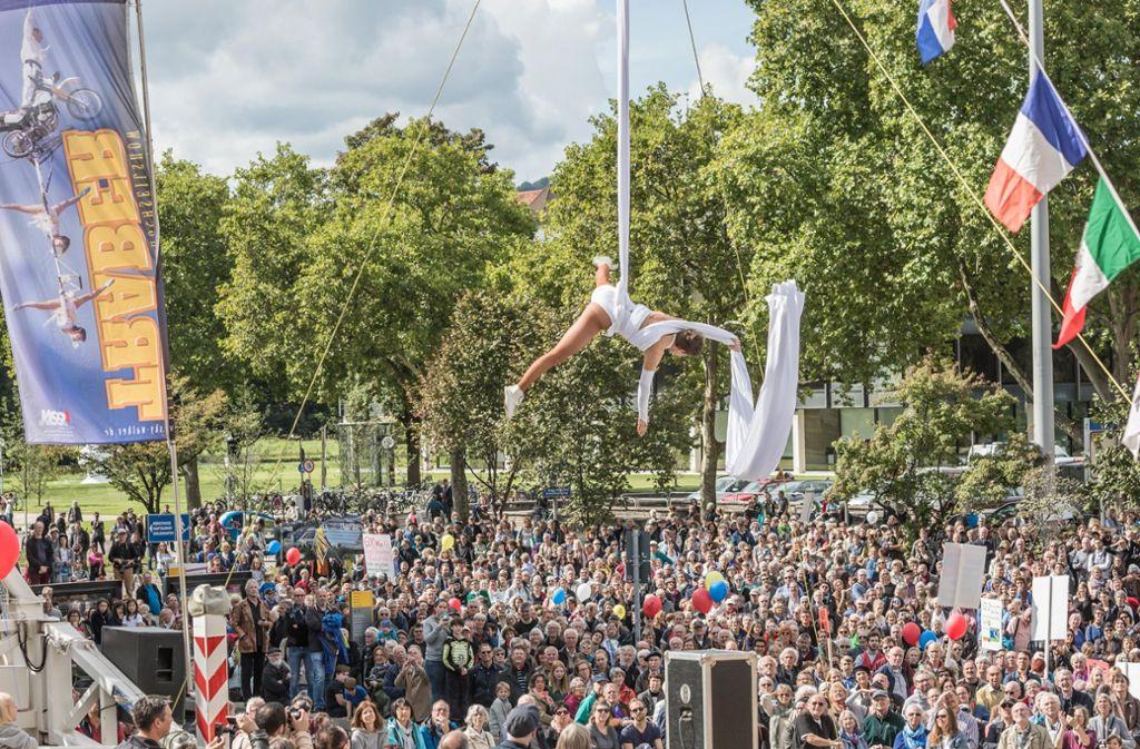 Artistik über der Bundesstraße: Die Aktion fand im Sommer 2017 statt. Foto: Lichtgut/Julian Rettig