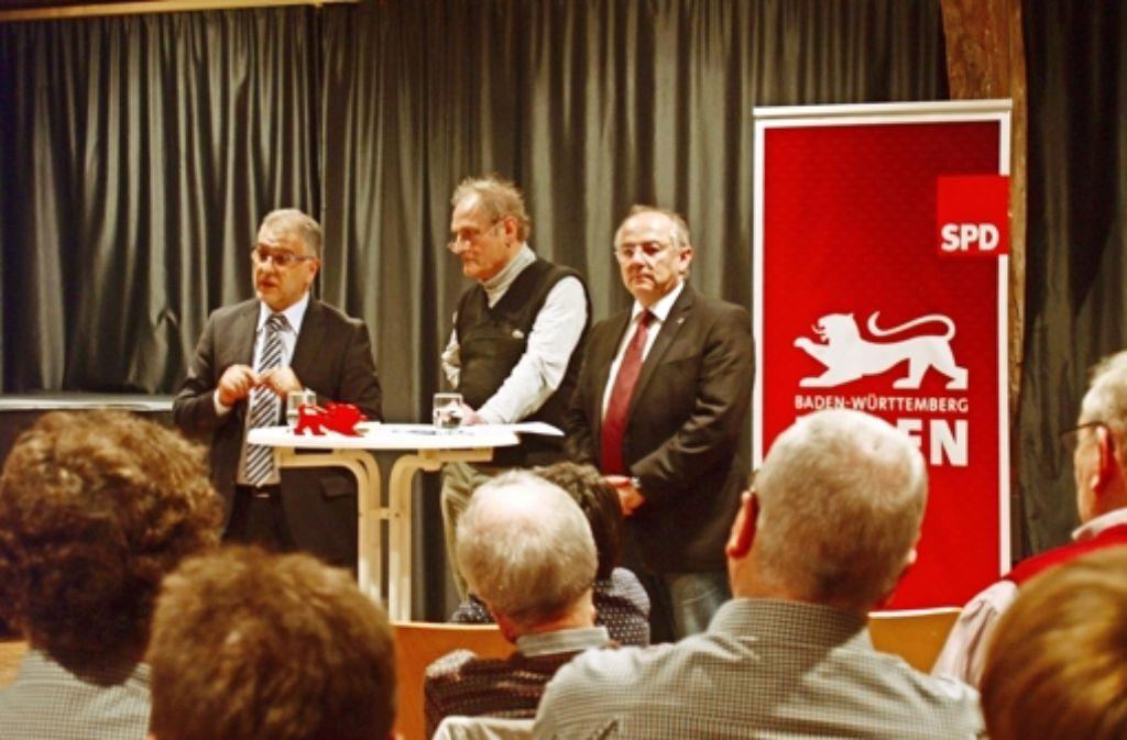 Ergun Can (links) will in den Landtag. Josip Juratovic (rechts) sitzt bereits im Bundestag. Beide diskutierten am  Donnerstag über Flüchtlinge und Integration. Foto: Rüdiger Ott