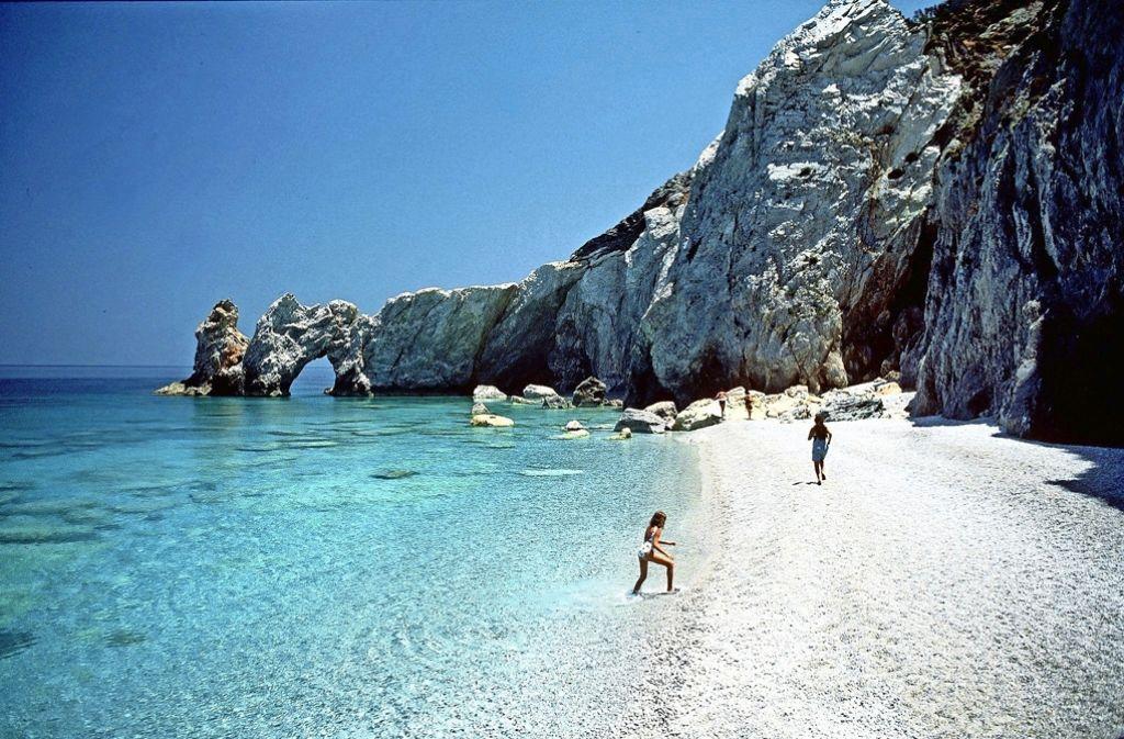 Griechenland  ist beliebt bei den  Deutschen und wird auch gerne kurzfristig  gebucht. Im Bild ein Strand auf der Insel Skiathos. Foto: dpa