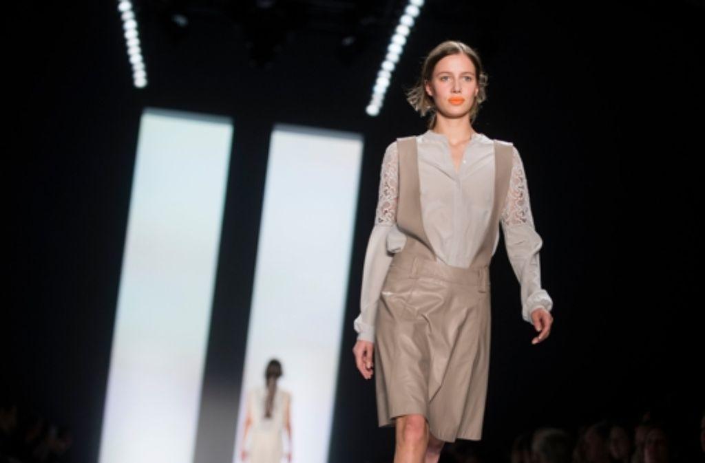 Am zweiten Tag der Fashion Week standen zarte Stoffe von Dorothee Schumacher im Mittelpunkt. Foto: dpa