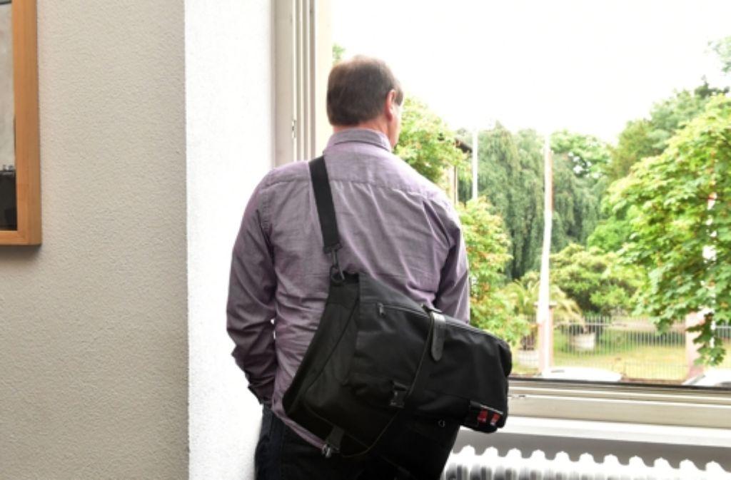 Harry Wörz wartet am Montag im Landgericht Karlsruhe auf den Beginn seines Schadensersatz Prozesses gegen das Land Baden-Württemberg.  Foto: dpa