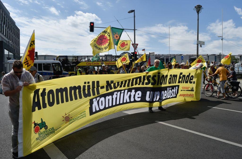Die Anti-Atombewegung hat in Berlin dargelegt, dass sie die Empfehlungen der Expertenkommission zur Endlagersuche ablehnt. Foto: dpa