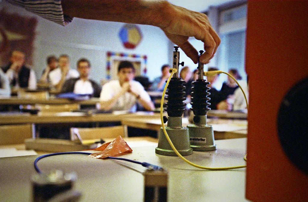 Physikunterricht an einer Schweizer Schule Foto: laif