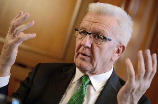 Kretschmann kritisiert die Bahn scharf