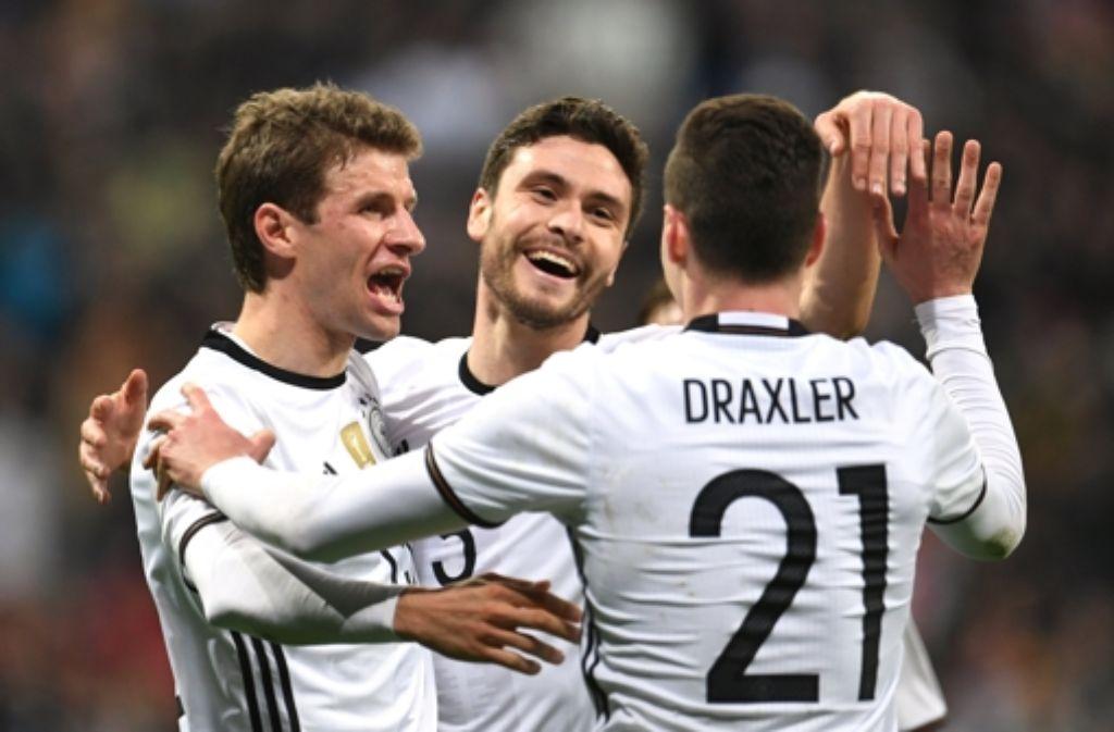 Nationalspieler Thomas Müller, Jonas Hector, Julian Draxler Foto: dpa