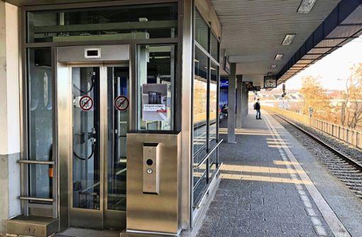 Der neue Aufzug am Bahnhof  ist in Betrieb