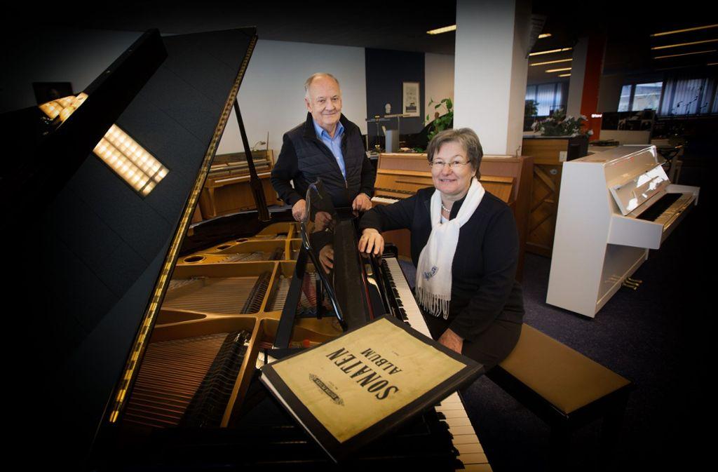 Jürgen und Brigitte Deininger verabschieden sich schweren Herzens von ihren Kunden. Foto: Ines Rudel