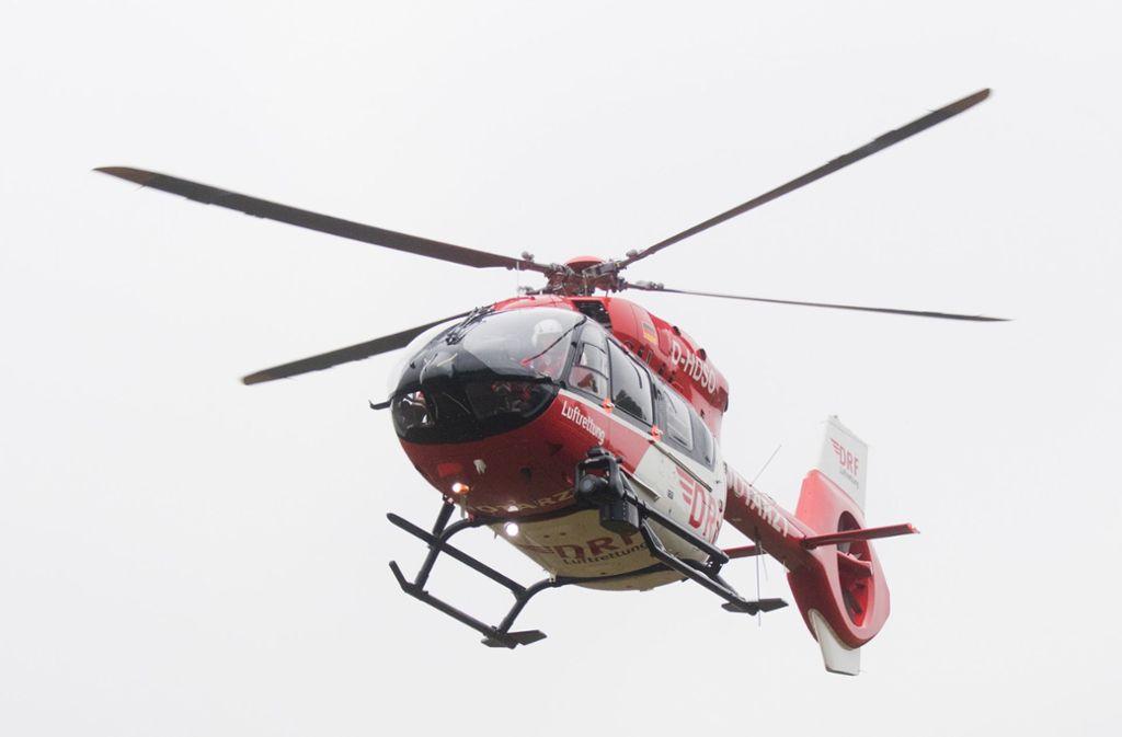 Der Senior war mit einem Rettungshubschrauber in eine Klinik geflogen worden. (Symbolbild) Foto: dpa/Julian Stratenschulte