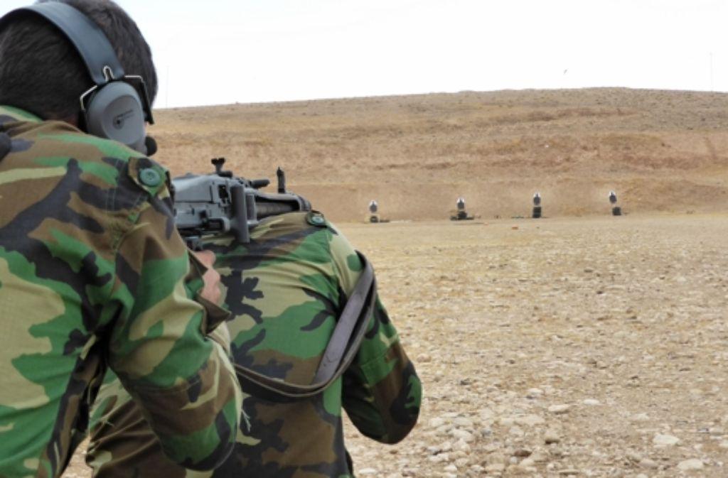 Irakische Peschmerga-Kämpfer wollen über die Türkei nach Syrien. Foto: Bundeswehr