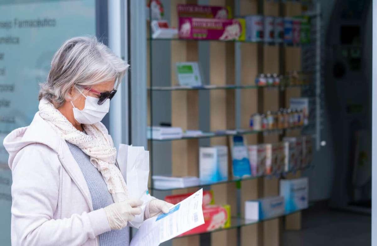 Apotheken verteilen die Masken. Foto: Lucigerma / shutterstock.com