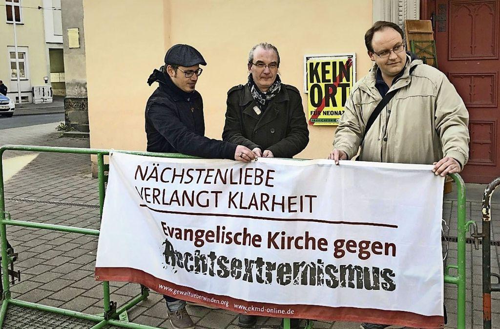 Pfarrer Michael Kleim (Mitte) aus Gera kämpft mit Gemeinedemitgliedern gegen rechte Umtriebe in seiner Heimatstadt. Foto: NDR