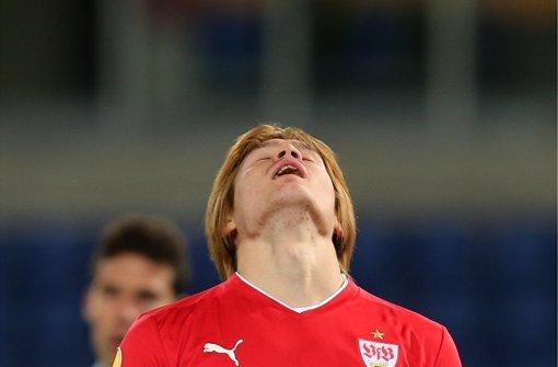 Auch von oben kommt für den VfB-Verteidiger Gotoku Sakai keine Hilfe. Foto: Baumann