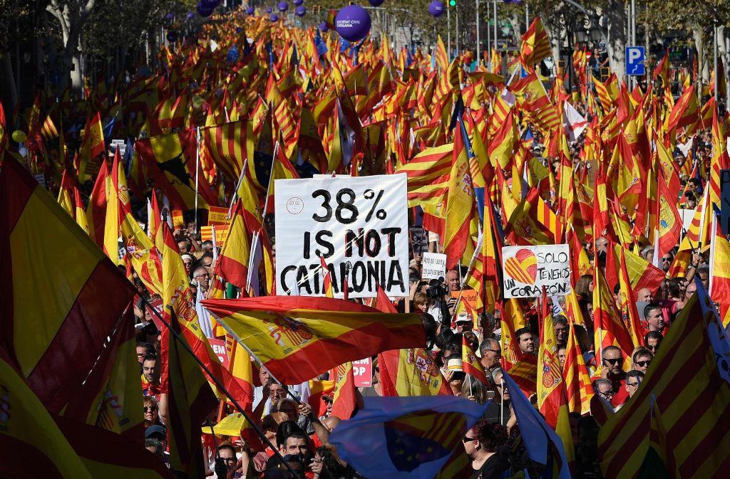 Die Anhänger der Einheit stellen das Ergebnis des Referendums in Frage. Foto: AFP