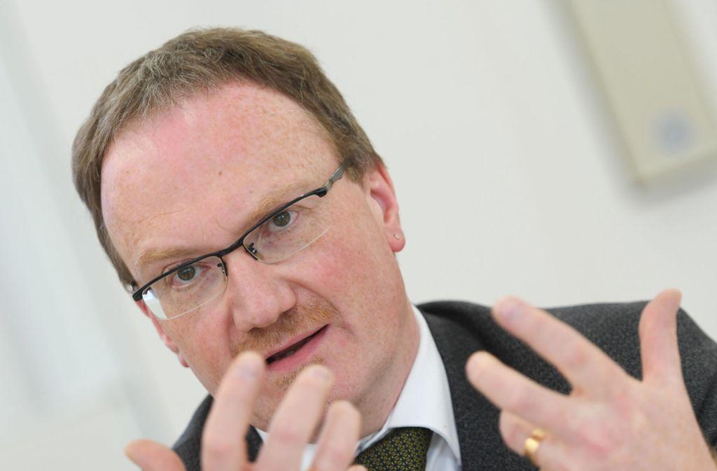 Lars Feld, Mitglied des Sachverständigenrates, spricht während einer Pressekonferenz. Foto: dpa/Arne Dedert