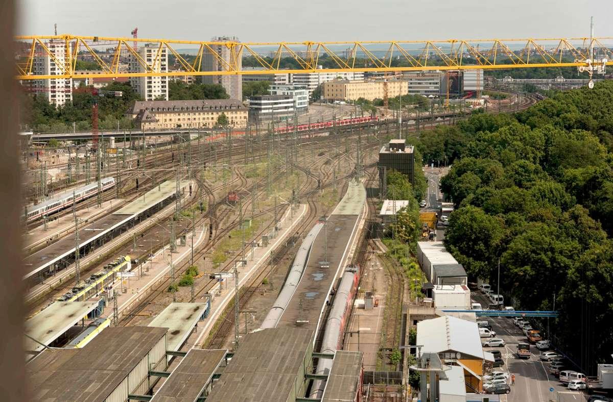 Bis auf den heutigen Bahnflächen gebaut werden kann, könnte es 2035 bis 2037 werden. Die neue Nutzung dauert damit viel länger als bisher geplant. Foto: Lichtgut/Max Kovalenko