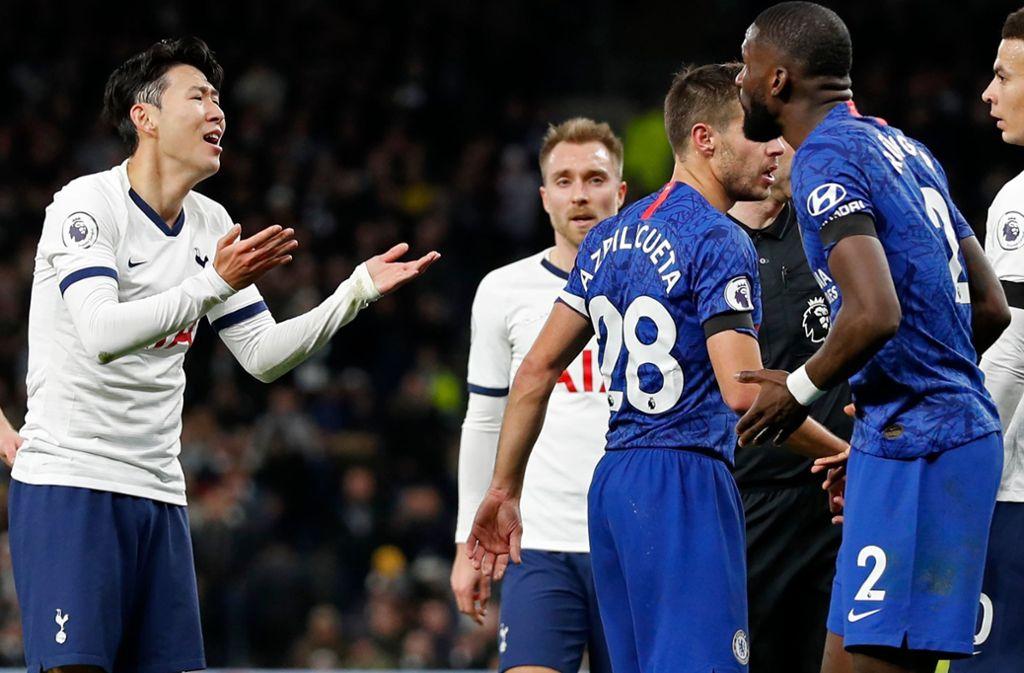 Antonio Rüdiger im Wortduell mit Tottenham-Star Heung-Min Song. Foto: AFP/ADRIAN DENNIS