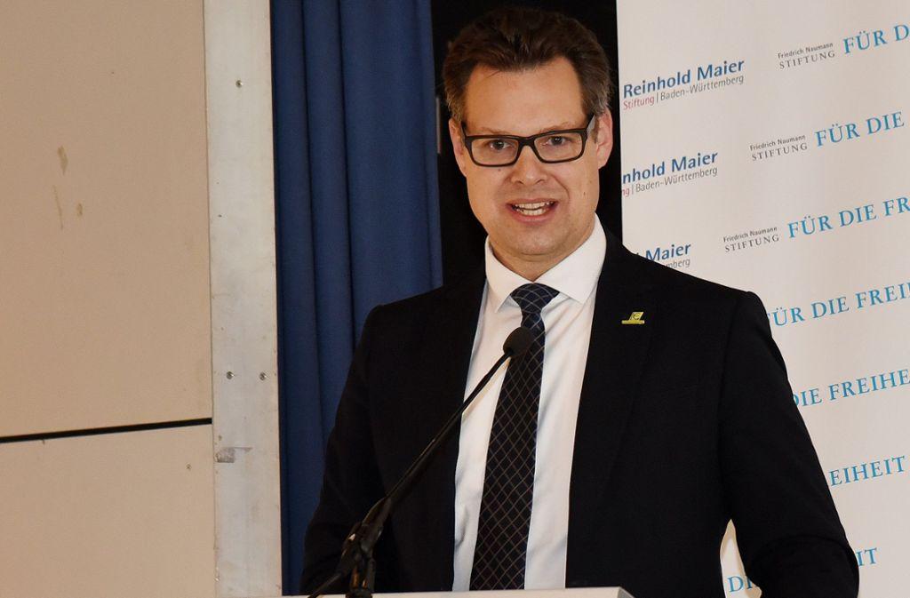 Kürzlich   ehrte  Bürgermeister Carl-Gustav Kalbfell Stadtrat Wolfgang Haug. Foto: Günter E. Bergmann