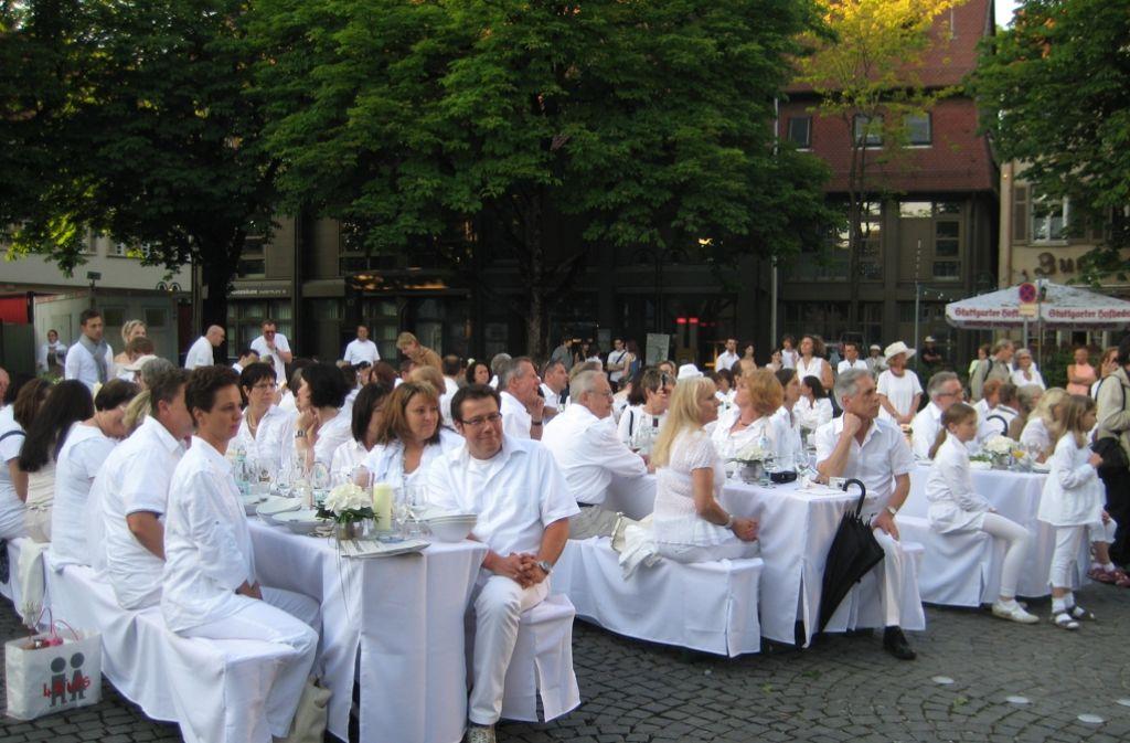 Am Samstag ist wieder Weiße Nacht auf dem Marktplatz. Foto: Netzwerkerinnen Bad Cannstatt