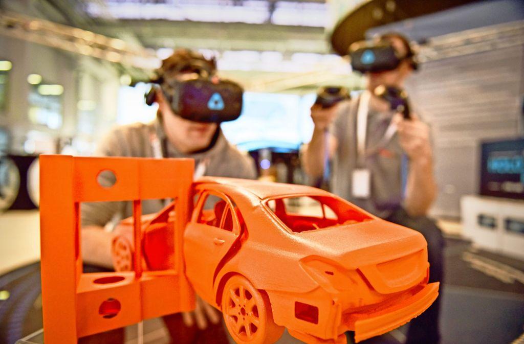 Datenbrillen und Modelle – in der Arena 2036 auf dem Unicampus in Stuttgart-Vaihingen wird an der Mobilität der Zukunft getüftelt. Foto: Lichtgut/Max Kovalenko