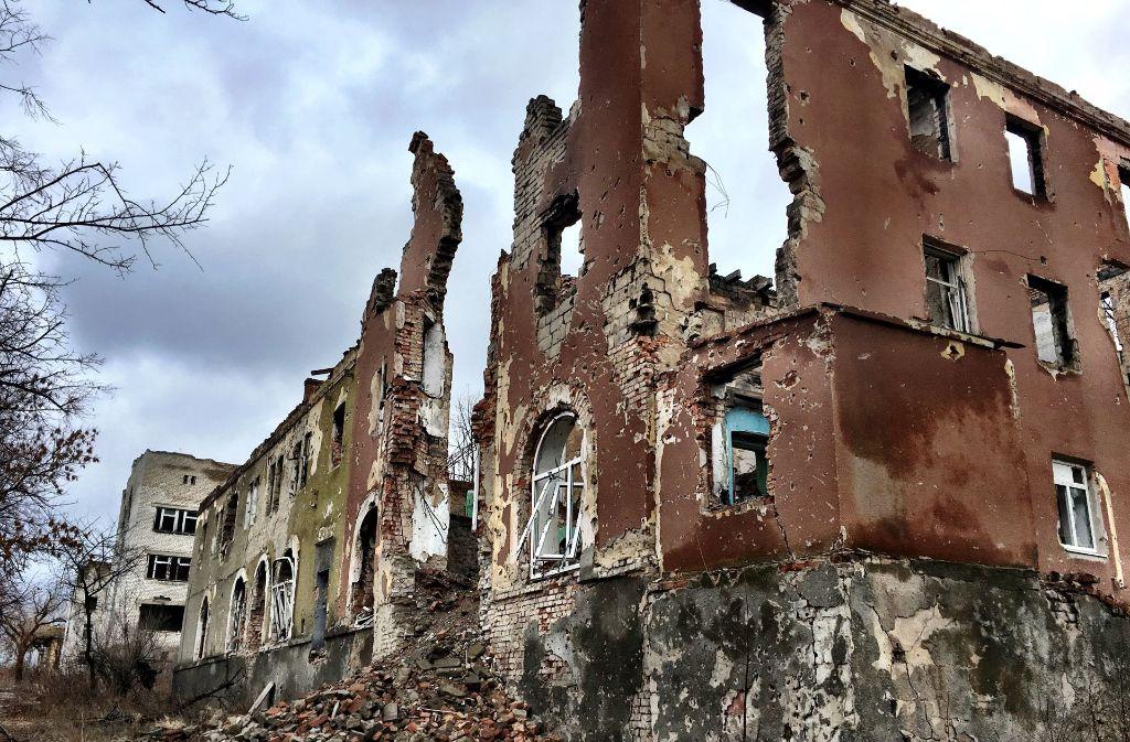 Was vom Kriege übrigblieb. Von dem einstigen Krankenhauskomplex in Slowjansk stehen nur noch Ruinen. Foto: Krohn