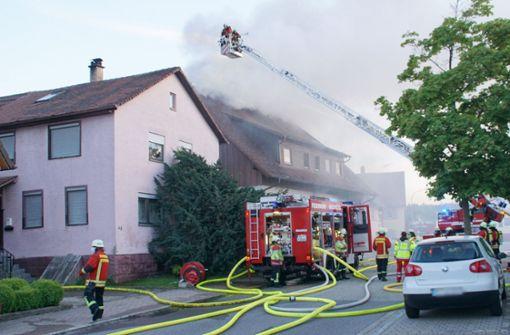 Auto löst Feuer an Wohnhaus aus – halbe Million Euro Schaden