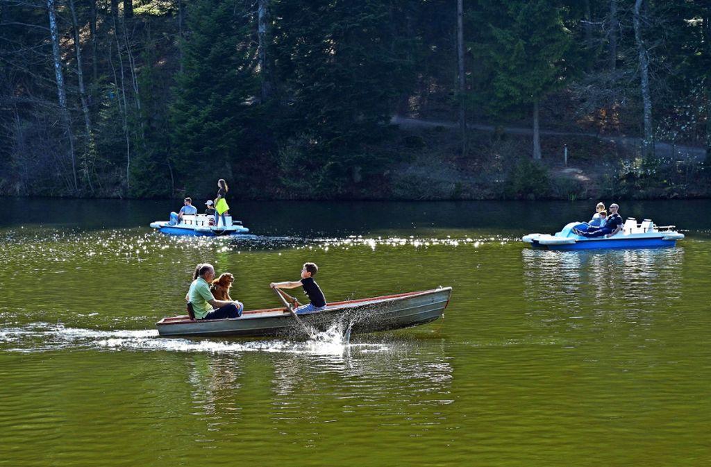Auf dem Ebnisee war am Wochenende schon reichlich Verkehr. Foto: Edgar Layher