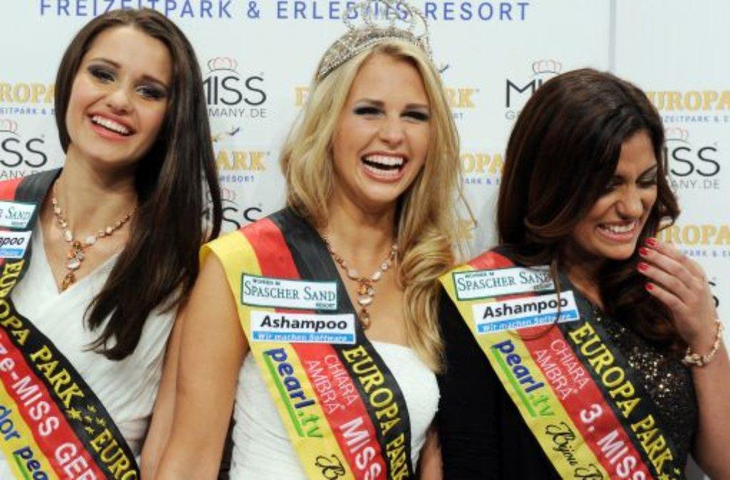 Caroline Noeding (Mitte) ist die neue Miss Germany. Zweite wird Jule Antea Walkowiak (links), dritte Sifa Cakrer. Foto: dpa