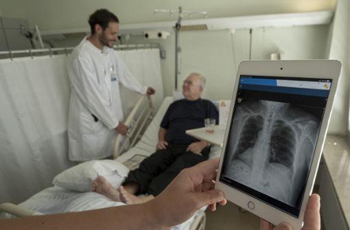 Wie Laptops und Tablets die Arbeit im Krankenhaus erleichtern
