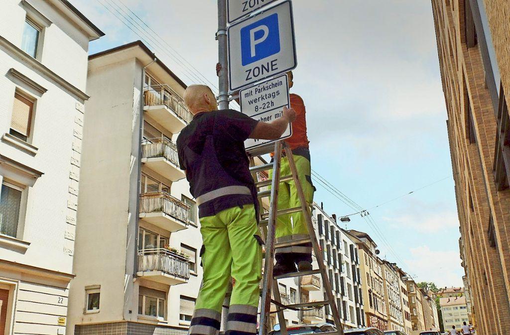 Bis die Verwaltung    Schilder für ein Parkraummanagement montieren kann, müssen   einige   Vorgaben  erfüllt    werden. Foto: Kathrin Wesely