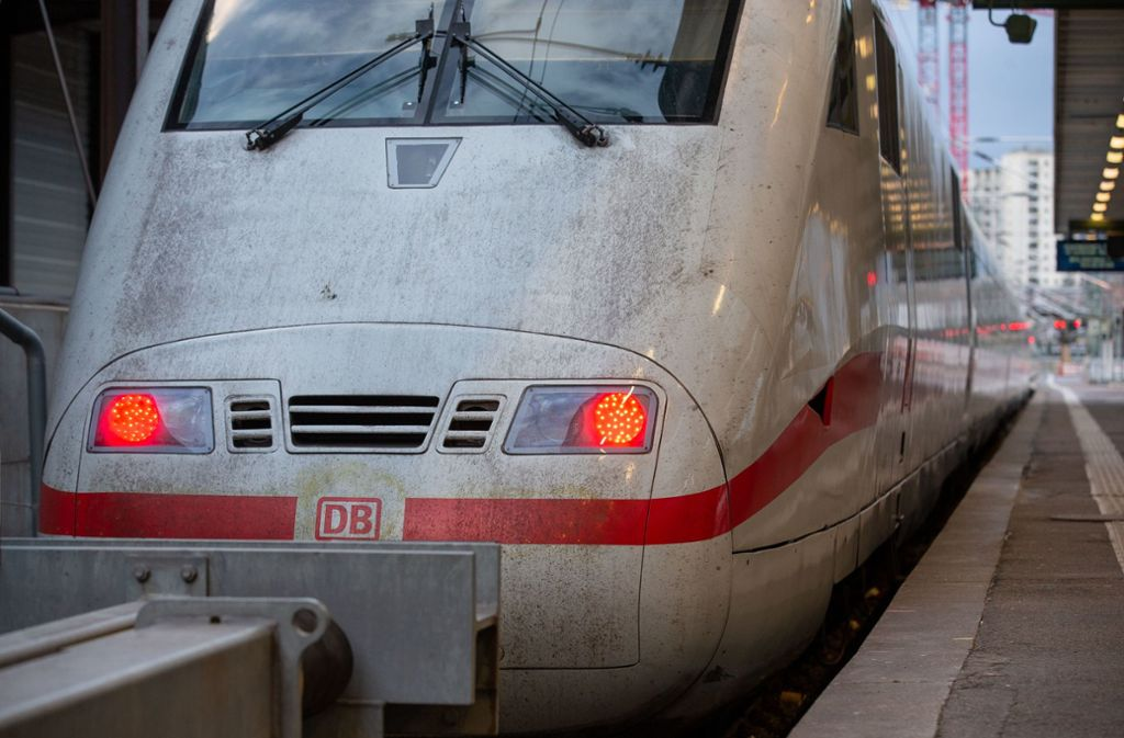 Zwei Züge mussten wegen Corona-Verdachts in Stuttgart stehenbleiben. Foto: Lichtgut/Leif Piechowski (Symbolbild)