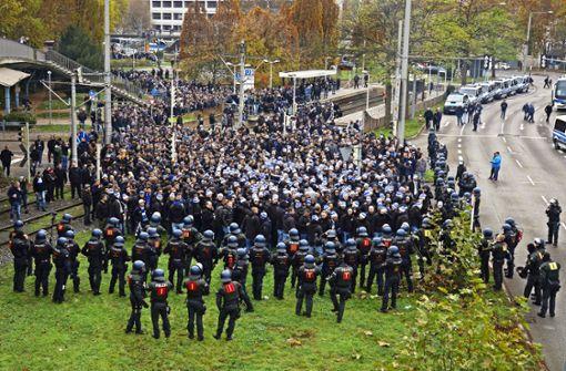 Polizei: KSC-Fans sollen Beamte angegriffen haben