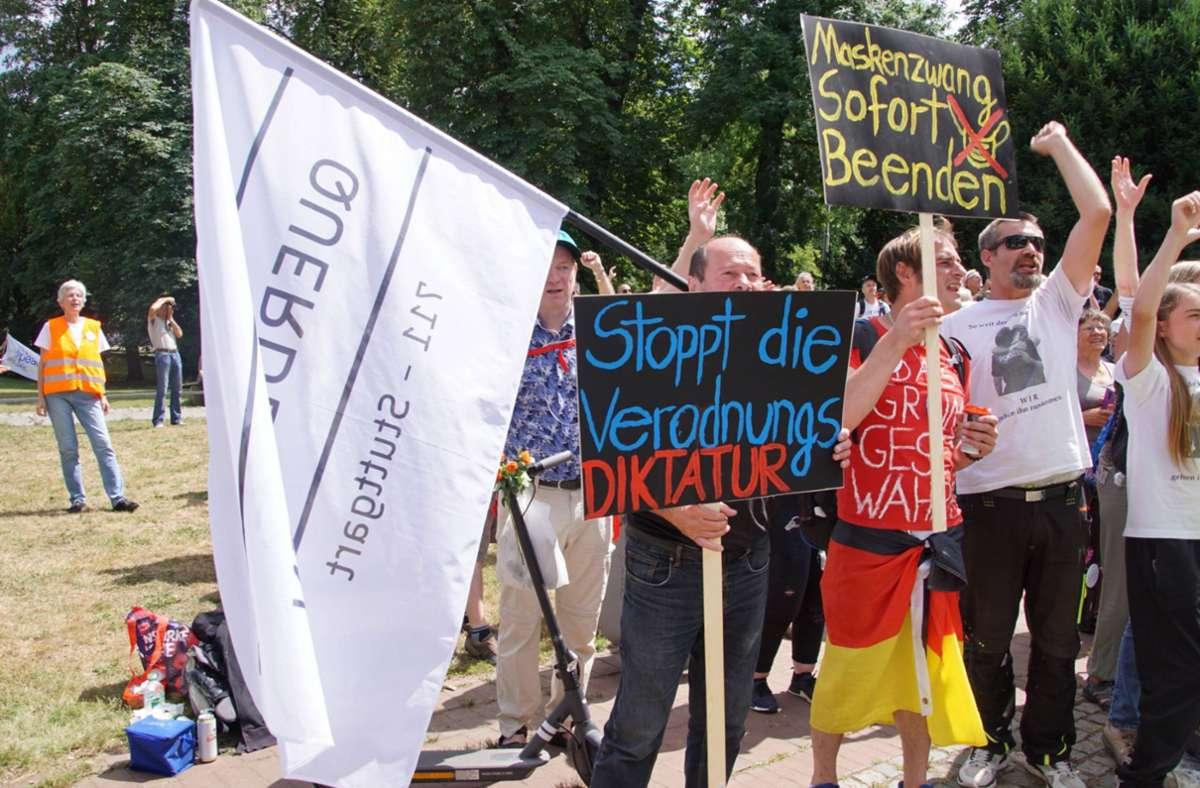 Die Demonstranten hielten ähnliche Transparente hoch wie die Wochen zuvor auch schon. Foto: 7aktuell.de//Andreas Werner