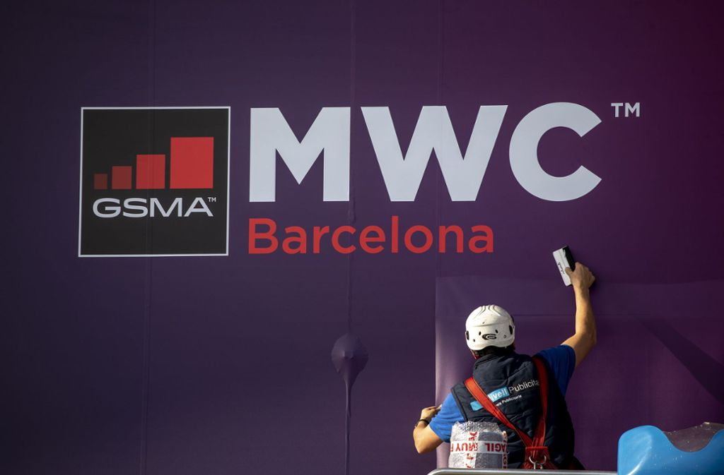 Viele Telekommunikationskonzerne kündigten an, der Mobilfunkmesse MWC fernzubleiben – wegen des Coronavirus. Foto: dpa/Emilio Morenatti
